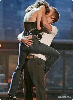 """Rachel McAdams and Ryan Gosling kiss on stage as they accept the award for best kiss for their work in """"The Notebook,"""" during the MTV Movie Awards on Saturday, June 4, 2005, in Los Angeles."""