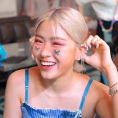 Kpop Aesthetic, Aesthetic Girl, Stan Love, Ulzzang Korean Girl, Blackpink Fashion, Cute Icons, Korean Actresses, Korean Girl Groups, Girl Crushes