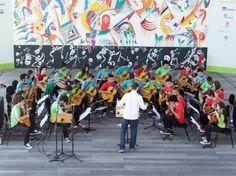 Neste domingo, 27, às 11h, o grupo infantojuvenil Camerata de Violões do Guri se apresenta na Praça Victor Civita, em Pinheiros, e a entrada é Catraca Livre.
