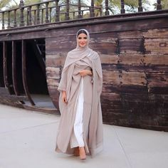 Hijab Styles 640848221959626986 - Source by Modest Fashion Hijab, Abaya Fashion, Muslim Fashion, Modest Outfits, Fashion Outfits, Fashion Shoot, Fashion Tips, Dubai Fashionista, Hijab Fashionista