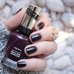 Sally Hansen - Pat on the Black    #Rückblick, #Swatches, #Nagellack, #2016, #Vergleich, #Beauty, #Essie, #Essienista, #Essielove, #Nailpolish, #AlleMeineLacke, #Nail, #NOTD, #Blog, #InLoveWithLife