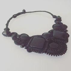 "Kolia sutasz ""Powitanie Nocy"" #sutasz #soutache #sutaszkolia #koliasutasz #sutasznaszyjnik #gothicstyle #gothic #noir #black #blacknecklace #necklace"
