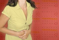 Ovarian Cysts Remedies - Curing endometriosis with diet and holistic therapies alone! No drugs and no surgery required! - 1 Weird Trick Treats Root Cause of Ovarian Cysts In Dys - Guaranteed! Ovarian Cyst Symptoms, Uterine Fibroids, Pmdd Symptoms, Remedies For Menstrual Cramps, Hypothyroidism Diet, Pcos Causes, Menstrual Cycle, Health And Beauty Tips, Weird