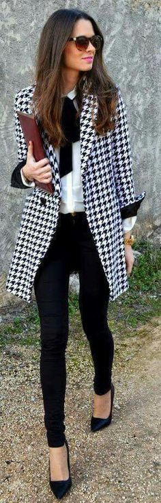 THIS OUTFIT IS WHAT I NEED IN MY CLOSET HFS>>>Fall / Winter - street chic style - business casual - office wear - work outfit - black skinnies black stilettos black sunglasses burgundy clutch black and white harris tweed coat white shirt black bow Business Mode, Business Outfits, Business Fashion, Business Casual, Office Fashion, Business Attire, Street Fashion, Mode Outfits, Office Outfits