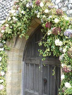 Google Image Result for http://www.paulthomasflowers.co.uk/assets/04_1_weddings/04_1_w_10.jpg