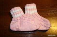 Sadunhohteinen: Vauvoille villasukkia ja tumppuja
