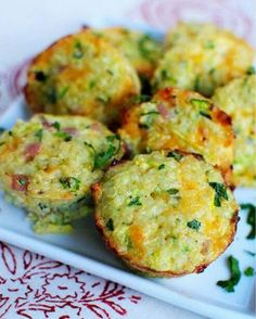 Ham & Cheese Quinoa Cups  1 cup of grated zucchini, 1/4 cup of chopped or grated onion, 1 1/4 cups of Ham, 1 1/3 cup of cheese, 2 cups of Quinoa, 3 eggs, sprinkle of parsley Sea Salt & Pepper to taste,  Mix all ingredients together in a large bowl. Then scoop into muffin tins half way. Bake @ 350 degrees for 20 - 25 minutes.  Makes about 18 Muffins Serving Size: 6 (3 or 4 Muffins per serving)  21 day Fix breakdown: 1/8 of a Green, 1/2 of a Red, 1/2  of a yellow, 1/2 of a blue