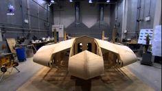 EL CAZA FURTIVO HORTEN 229El Horten Ho-IX (a menudo llamado Gotha Go 229 o Ho 229 debido a la identidad de los elegidos como fabricantes de la aeronave) fue un prototipo de cazabombardero que llegó tarde a la Segunda Guerra Mundial, diseñado por los hermanos Horten —pioneros en aviones de ala total sin cola y oficiales de la Luftwaffe
