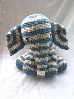 Bonjour, Aujourd'hui, je voulais vous parler des doudous éléphants que j'ai fait au crochet, Le premier, l'éléphant arc en ciel:  Et le second l'éléphant rayé beige et…