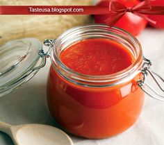 How to make Homemade Ketchup Recipe - Ketchup doesn't have to come from a bottle with a three-year shelf life. This simple recipe is a base. Homemade Ketchup Recipes, French Fries Recipe, How To Make Homemade, Easy Meals, Canning, Desserts, Food, Vinaigrette, Dressings
