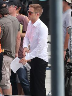 Robert Pattinson Life: New HQ/Untagged Pictures of Rob Filming 'Maps To The Stars' in LA - August 17th