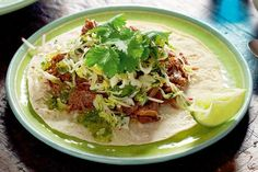 Your guests will go mad for these Mexican-inspired lamb tortillas. Mexican Food Recipes, Ethnic Recipes, Mexican Meals, Lamb Recipes, Braised Lamb, Green Cabbage, Savoy Cabbage, Tortilla Recipe, Party