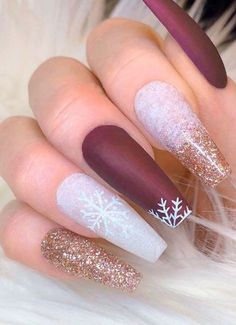27 Adorable Holiday Nail Art Ideas Do you want to learn about holiday nail art trends We have gathered 18 ideas of Christmas manicure for you to show off your pretty nails at a party. Cute Christmas Nails, Xmas Nails, Christmas Manicure, Christmas Room, Winter Christmas, Christmas Decor, Christmas Parties, Christmas Quotes, Christmas Signs