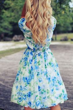 Blonde Waves Floral Dress - Hairstyles and Beauty Tips