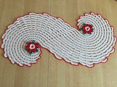 Tuto chemin de table Spirale. Crocheter avec un crochet numéro 3, avec du coton phildar phil coton 3, le chemin de table fait 93 cm de long sur 35 cm au cent...