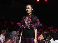 12 Koleksi Kolaborasi Alleira Batik dan Rama Dauhan yang Kekinian