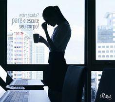 """O estresse vai além de um sentimento ruim ele pode causar problemas para a pessoa como um todo. Irritabilidade constante ansiedade problemas de sono depressão hipocondria exaustão falta de concentração """"válvulas de escape"""" como álcool e tabaco sistema imunológico enfraquecido doença cardíaca e hipertensão são os principais sinais de que o seu corpo precisa ser ouvido! Muito stress libera mais cortisol em seu corpo causando a produção de triptófano e a inibição da produção de melatonina e da…"""