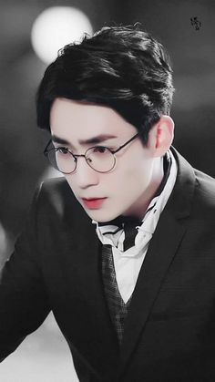 William looked out of the window and saw Arthur walking out of the building with a beautiful woman by his side. Shen Wei, Asian Photography, Dragon City, Chinese Artwork, Asian Love, Boy Art, Actors, Imagines, Character Reference