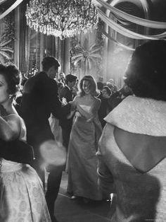 Jane Fonda dancing at a charity ball at the Waldorf Astoria, November, dreamlike photograph by Yale Joel. Classy Aesthetic, Couple Aesthetic, White Aesthetic, Photographie Indie, Foto Fashion, Photo Vintage, Old Money, Princess Aesthetic, Jane Fonda