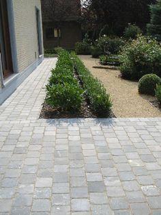Gardening Decor – Make your garden beautiful Hillside Landscaping, Driveway Landscaping, Back Gardens, Outdoor Gardens, Cosy Garden Ideas, Landscape Design, Garden Design, Driveway Design, Mediterranean Garden