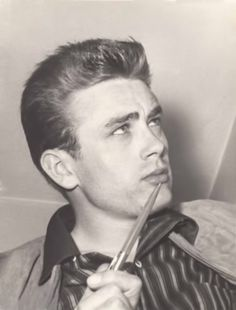 """James Dean en """"Rebelde Sin Causa"""" (Rebel Without a Cause), 1955 Hollywood Actor, Classic Hollywood, Old Hollywood, Hollywood Celebrities, Hollywood Stars, Jimmy Dean, James Dean Photos, Rebel Without A Cause, East Of Eden"""