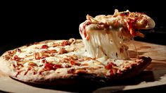 Caramelized Onion, Bacon and Thyme Pizza Recipe with Farmstyle Cut Shredded Mozzarella Cheese from Cheese Recipes, Pizza Recipes, Soup Recipes, Dinner Recipes, Cooking Recipes, Simple Meals, Easy Meals, Dairy Co, Pizza Pizza