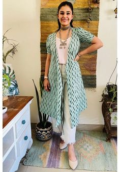 Dress Indian Style, Indian Fashion Dresses, Indian Designer Outfits, Indian Outfits, Frock Fashion, Indian Gowns, Fashion Outfits, Simple Kurti Designs, Kurta Designs Women