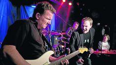 Für alle Geschmäcker: Die Garage Bluesband mit (von links) Oliver Franke (Gitarre), Marco Gerhard (Gesang), Michael Linke (Keyboard). Im Hintergrund Andreas Mardorf (Bass). Foto:Socher