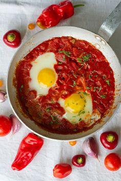 Shakshuka (shakshouka), or eggs nested in spicy tomato sauce