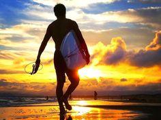 夕日に向かうサーファー@湘南・鵠沼海岸 #湘南 #藤沢 #海 Japanese Nature, Sunset Surf, Tokyo 2020, Sky Sea, Kamakura, Surf Style, Summer Of Love, Seaside, Summertime