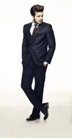 Terno, camisa e gravata Hugo Boss, relógio Piaget, bota acervo pessoal