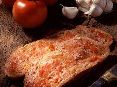 Avec les lectrices reporter de Femme Actuelle, découvrez les recettes de cuisine des internautes : Pa amb tomaquet ou pan con tomate (tartine catalane)
