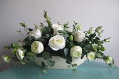 Sztuczne kwiaty KOMPOZYCJE KWIATOWE BIAŁE RÓŻE Table Flowers, Diy Flowers, Flower Vases, Flower Decorations, Flower Art, Art Floral, Deco Floral, Grave Flowers, Funeral Flowers