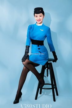 Airline Uniforms, In Pantyhose, Nylons, Black Leather Gloves, Asia Girl, Flight Attendant, Beautiful Asian Women, Neck Scarves, Cute Girls