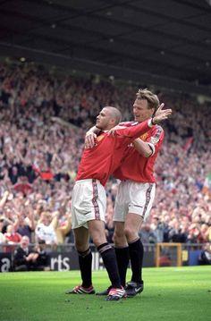 David Beckham & Teddy Sheringham @ 6 May 2000 David Beckham Manchester United, Manchester United Images, Manchester United Players, Best Football Players, Football Is Life, Retro Football, Man Utd Squad, Man Utd Fc, Steven Gerrard