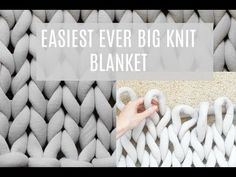 How to easily knit a big yarn blanket chunky knit blanket big cotton yarn tube yarn arm knitting merino wool yarn diy chunky blanket handmade chunky throw xxl decke merino wool woll decke do it yourself merino wool blanket ohhio blanket ohhio braid yarn Huge Knitted Blanket, Big Yarn Blanket, Easy Knit Blanket, Knot Blanket, Knitted Blankets, Diy Blankets, Chunky Blanket, Hand Made Blankets, Chunky Knit Throw