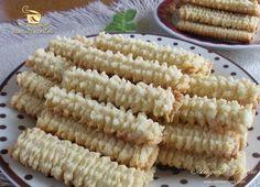 Preparare biscuiti spritati - etapa 9 Romanian Desserts, Romanian Food, Cake Recipes, Dessert Recipes, Good Food, Yummy Food, Delicious Deserts, Fancy Desserts, Bread Baking