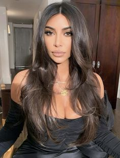 35 of the Best Wavy Hairstyles to Copy Right Now Hair Wellenförmige Frisuren: Kim Kardashian West Looks Kim Kardashian, Kardashian Style, Kim Kardashian Long Hair, Kim Kardashian Wedding, Kylie Jenner Long Hair, Kim Kardashian Ponytail, Kim Kardashian Hairstyles, Kim Kardashian Blazer, Hair And Beauty