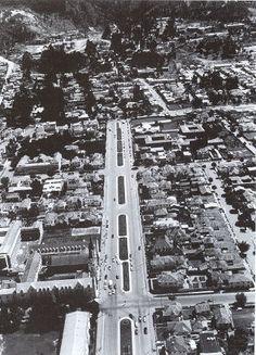 Bogota años 60s: Avenida Chile, Iglesia de La Porciuncula - Foto: Hernan Diaz Japan Spring, Beautiful Places To Visit, Spring Time, Chile, New York Skyline, Walls, Country, Architecture, Travel