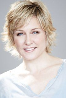 Amy Carlson plays Linda Reagan