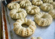 Kaak el Nakache (Gâteaux Fourrés aux Dattes) #recipe from culinarycoutureblog.com