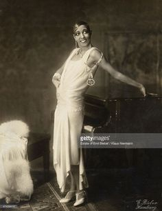 American-born French dancer, singer and actress <a gi-track='captionPersonalityLinkClicked' href=/galleries/search?phrase=Josephine+Baker&family=editorial&specificpeople=93631 ng-click='$event.stopPropagation()'>Josephine Baker</a> (1906 - 1975), Hamburg, 1925.
