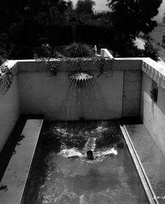 ramon-novarro-in-his-pool.jpg 500×621 pixels