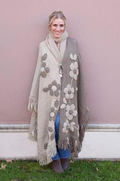 María Cielo: la magia del crochet Pregnancy First, Pregnancy Early Freeform Crochet, Crochet Cardigan, Crochet Shawl, Knit Crochet, Sewing Clothes, Crochet Clothes, Diy Clothes, Crochet Butterfly Pattern, Crochet Girls
