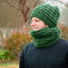 Handmade by Phanessa | Wesley Slouch Beanie & Cowl.  Sets (& patterns) available in shop. . . #knits #knitting #knitter #knitters #knittersofinstagram #yarn #makersgonnamake #designsbyphanessa #handmadebyphanessa #wesleyslouchbeanie #wesleycowl #vkdtbo #chunkyknit