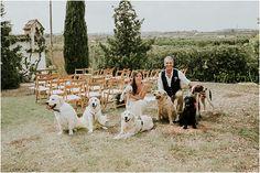 La boda campestre de Naza y Héctor. Fotos de Yabiku Wedding Photography www.romeosyjulietas.es rustic wedding, dogs, bride, groom