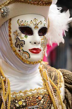 Carnaval Vénitien 2014 ~ Ʀεƥɪאאεð вƴ ╭•⊰✿ © Ʀσxʌאʌ Ƭʌאʌ ✿⊱•╮ Venetian Carnival Masks, Carnival Of Venice, Venice Carnivale, Mascarade Mask, Masquerade Ball, Edgar Allan Poe, Mask Face Paint, Costume Venitien, Venice Mask