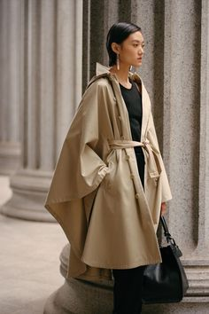 Beauty found in balance. A new season of dramatic sculptural draping and neutral tones is found in the Cohan Cotton Twill Hooded Poncho. Discover more shilouettes from Pre-Fall 2021. Hooded Poncho, Ralph Lauren Collection, Romper Pants, Blouse Outfit, Tank Top Shirt, Jacket Dress, Short Skirts, Cool Outfits, Street Style