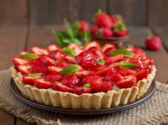 Tarte aux fraise avec pâte sans beurre Mini Cheesecake, Strawberry Plants, Delicious Fruit, Pastry Recipes, Iftar, Food Inspiration, Healthy Snacks, Cravings, Food Photography