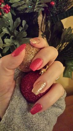 Christmas nails / red / gold / glitter